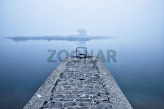 Blick zur Insel Nichtarguer bei Morgennebel, Saint Cado, Bretagne, France
