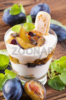 Mascarpone dessert with plum