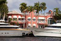 Yachten und Luxusvilla am Wasser in der Innenstadt von Fort Lauderdale