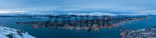 Panoramablick auf Tromso in Norwegen während des arktischen Winters