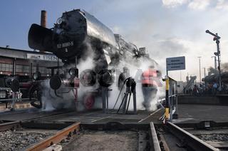 Dampflok 52 auf der Drehscheibe in Dresden