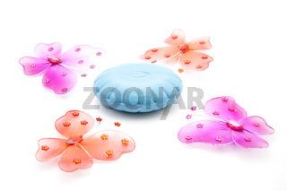 Blaue Seife und Schmetterling