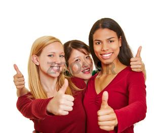 Drei Frauen halten die Daumen hoch