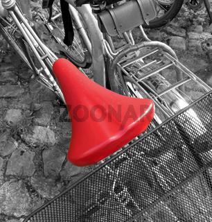 roter Fahrradsattel