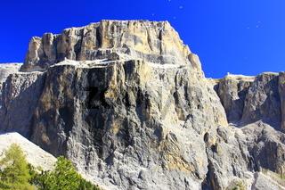 Gleitschirmflieger in den Dolomiten