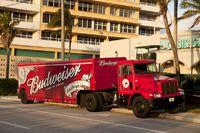 Lastwagen mit Budweiser Bier Werbung
