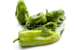 Frische Paprika mit Dill
