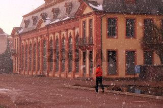 Schneeregen vor Orangerie in Darmstadt
