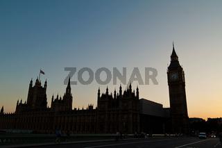 Parlament und blickte in London