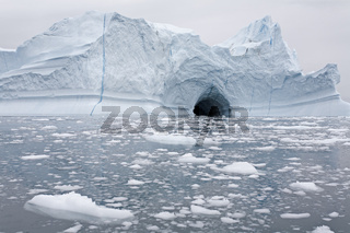 Schmelzender Eisberg in der Diskobucht, Grönland