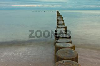 Ostsee mit Buhnen