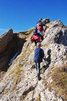 Familien klettern am Stuiben Grat