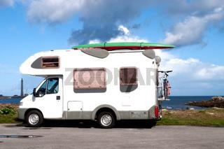 Caravan an einem Strand in der Bretagne