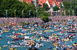 Schwörmontag, 'Nabada',  ein traditioneller Ulmer Feiertag, Donau, Ulm, Baden.Württemberg, Deutschland, Europa