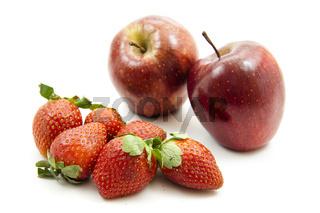 Erdbeeren und Äpfel