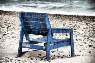 Holzstuhl in Vorupør am Strand