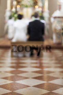 Marmorboden in einer Kirche während einer Hochzeit