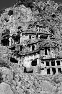 Felswand Felsengräber Myra Türkei schwarz-weiss