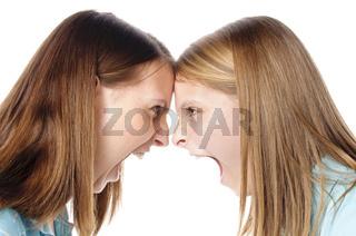 Schwestern schreien sich an