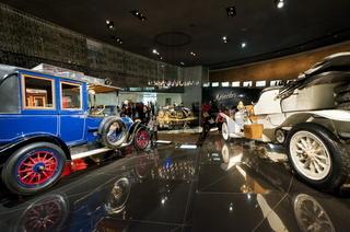 Oldtimer im Mercedes Benz Museum Stuttgart