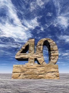 steinmonument nummer vierzig unter blauem wolkenhimmel - 3d illustration