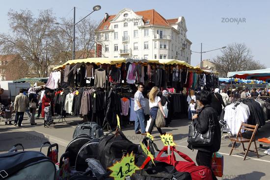 Mulhouse Frankreich foto der markt le marche in der innenstadt mulhouse im elsass in