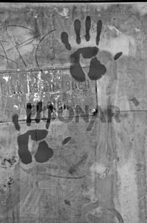 Plakate ankleben verboten-Hände nicht schwarz-weiss