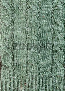 Grüner Strickstoff mit Zopfmuster