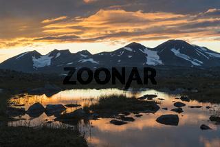 das Akkamassiv in der Abenddaemmerung, Stora Sjoefallet Nationalpark, Welterbe Laponia, Lappland