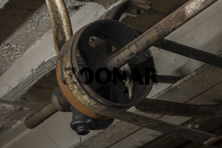 Transmissionantrieb in einer Schmiede