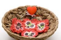 Blumenblüten mit rotem Herz