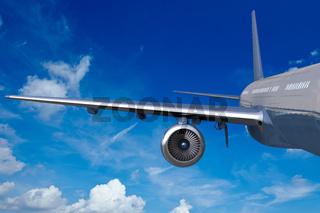 Flügel von einem Flugzeug am Himmel