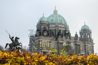 Reiterstandbild vor Berliner Dom, Berlin, Deutschland