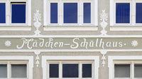 Bad Toelz Maedchen Schulhaus