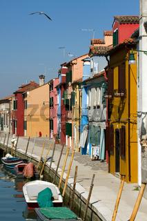 Wasserstrasse in Burano. Italien
