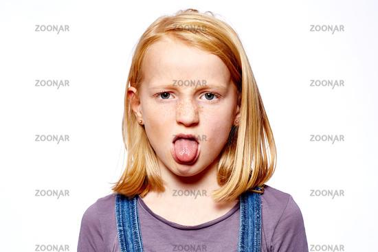 Foto Mädchen streckt die Zunge raus Bild #6593004