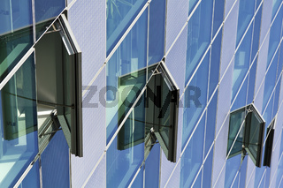 Moderne Glasfassade am Potsdamer Platz in Berlin - Modern Glass Facade at the Potsdam Square in Berlin
