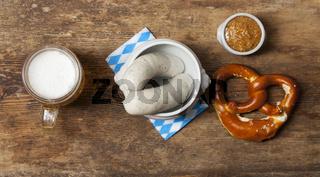 Bayerische Weißwurst mit Breze