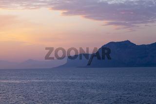 Sonnenaufgang über dem Tyrrhenischen Meer