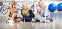Senioren machen Pause im Fitnesscenter