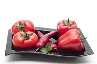 Frische Tomaten mit Paprika schoten