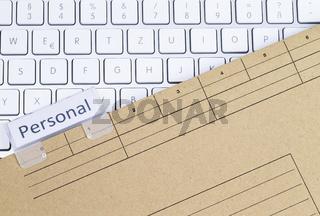 Tastatur und Aktenmappe Personal
