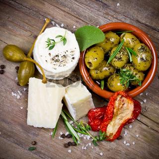 Oliven und Käse