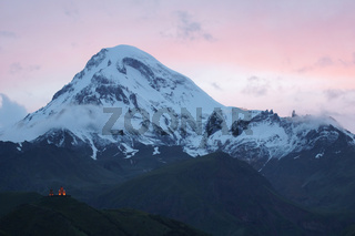 Sonnenuntergang am Kazbek, Kaukasus, Georgien