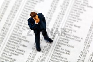 Businessmann, Figur auf Aktienkursen