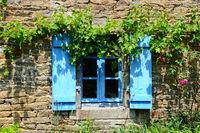 Fenster in der Bretagne