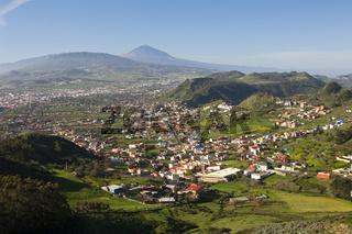 Blick vom Anaga Gebirge nach Las Mercedes und Teide Vulkan, Teneriffa