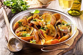 venus clams in tomato sauce