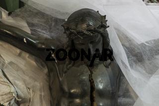 Christusfigur für Grabkreuz in einer Schmiede