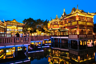 yuyuan garden at night